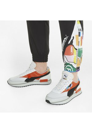 Sneakers laag - puma white-tigerlily