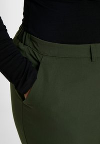 Dorothy Perkins Curve - FOREST ANKLE GRAZER - Trousers - green - 4