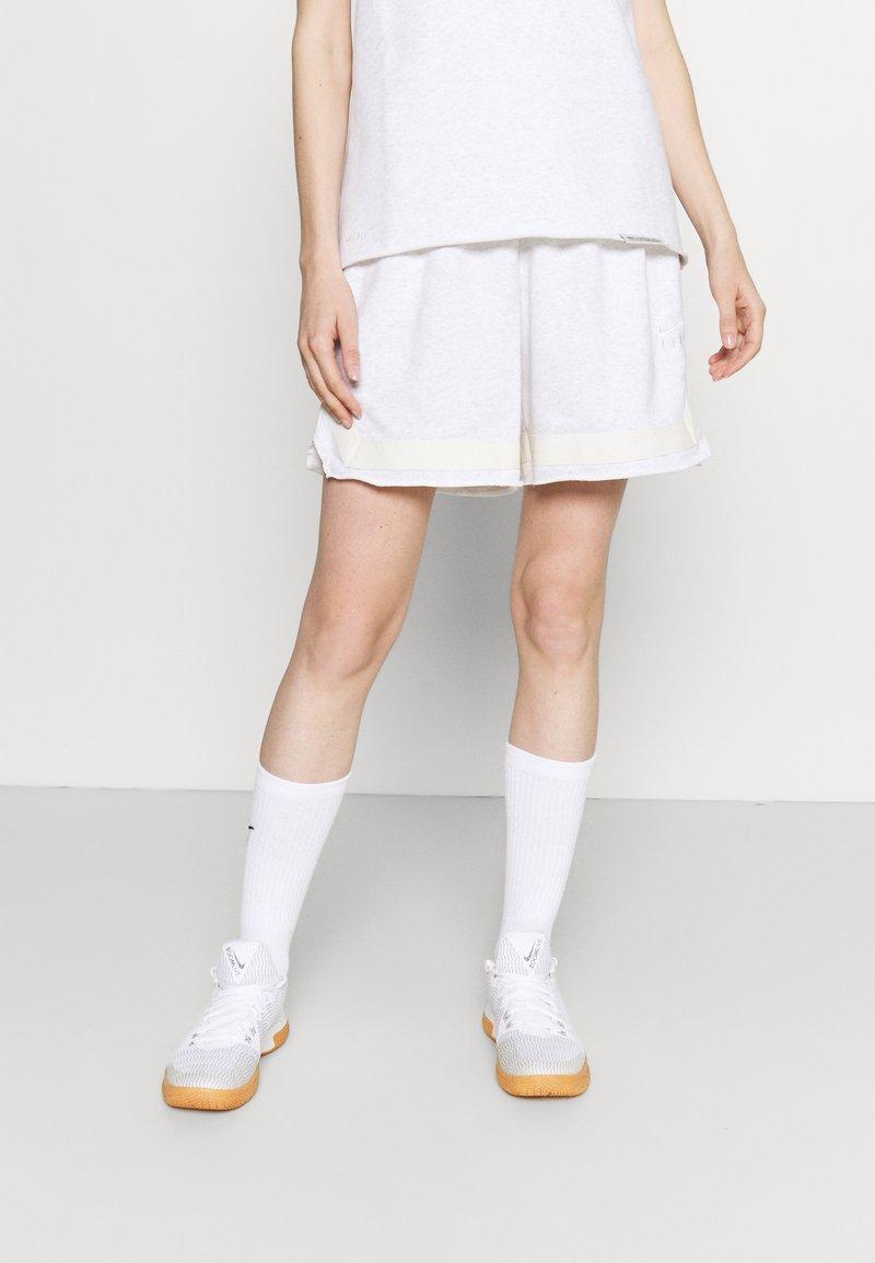 Nike Performance - SHORT - Short de sport - birch heather/pale ivory