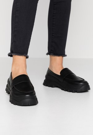 CARLA LOAFER - Loaferit/pistokkaat - black