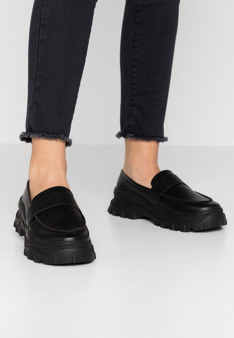Monki - CARLA LOAFER - Slip-ons - black