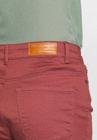Vero Moda - VMHOT SEVEN MR FOLD SHORTS COLOR - Denim shorts - sable - 5