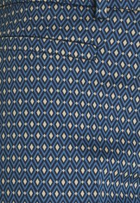 More & More - PRINTED HEDY - Chino - dusty blue - 2