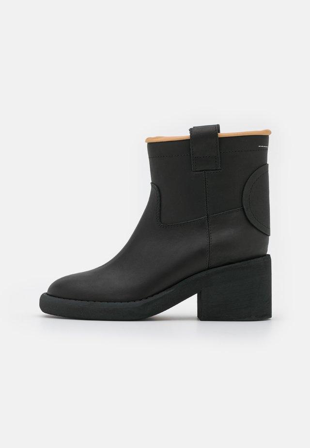 STIVALETTO - Korte laarzen - black