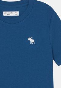 Abercrombie & Fitch - BASICS - Basic T-shirt - blue - 2