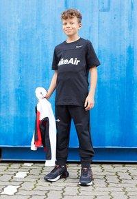 Nike Sportswear - AIR - Trainingsbroek - black/white - 3