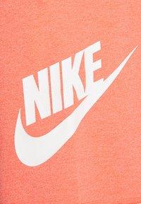 Nike Sportswear - ALUMNI - Träningsbyxor - turf orange - 8