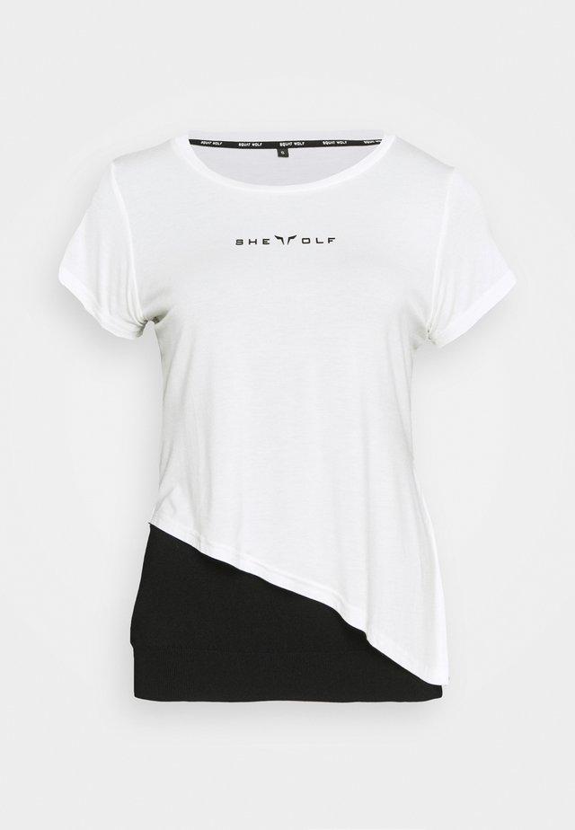SHE WOLF CROP  - Print T-shirt - white