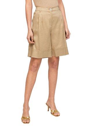À JAMBES LARGES - Shorts - beige