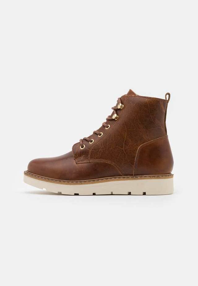 VMBETTY BOOT - Vinterstøvler - friar brown