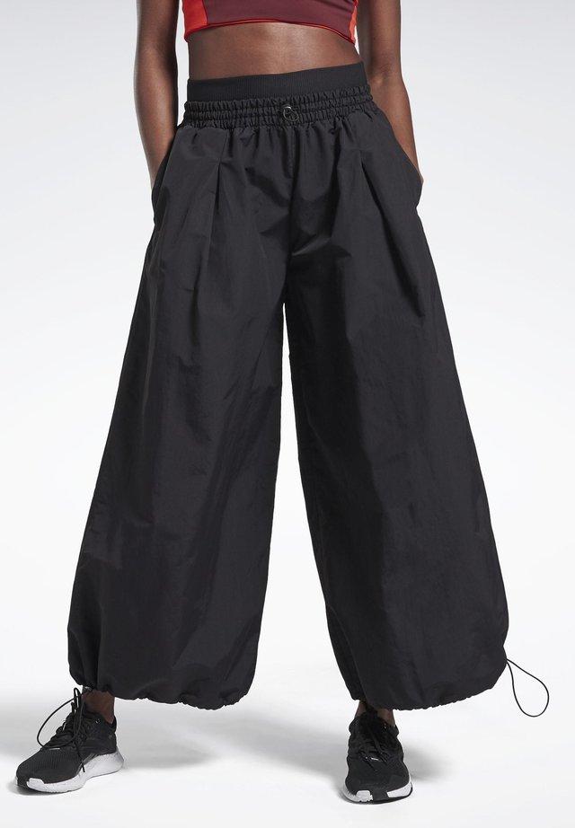 WIDE LEG WOVEN TRACKSUIT BOTTOMS - Pantalon de survêtement - black