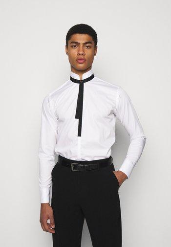 MODERN FIT - Košile - white