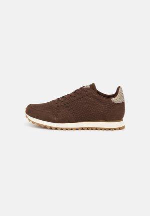 YDUN CROCO II - Sneakers laag - chestnut
