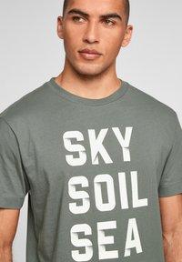 s.Oliver - Print T-shirt - petrol - 3