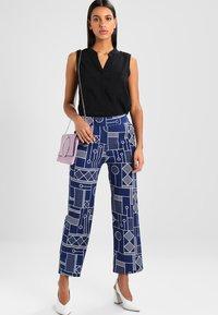 Vero Moda - ERIKA SOLID  - Bluse - black - 1
