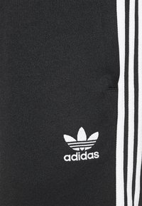 adidas Originals - UNISEX - Pantalon de survêtement - black/white - 6
