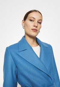IVY & OAK - BELTED COAT - Zimní kabát - allure blue - 3