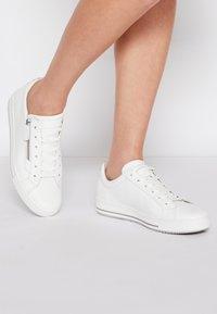 Gabor Comfort - Trainers - weiß/multicolor - 0