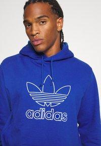 adidas Originals - HOOD OUT - Hoodie - royal blue - 4