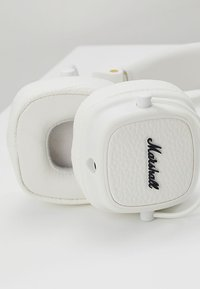 Marshall - MAJOR III EIN-TASTEN-FERNBEDIENUNG MIT MIKROFON - Headphones - white - 6