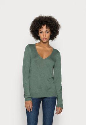 OPEN V NECK JUMPER  - Pullover - green