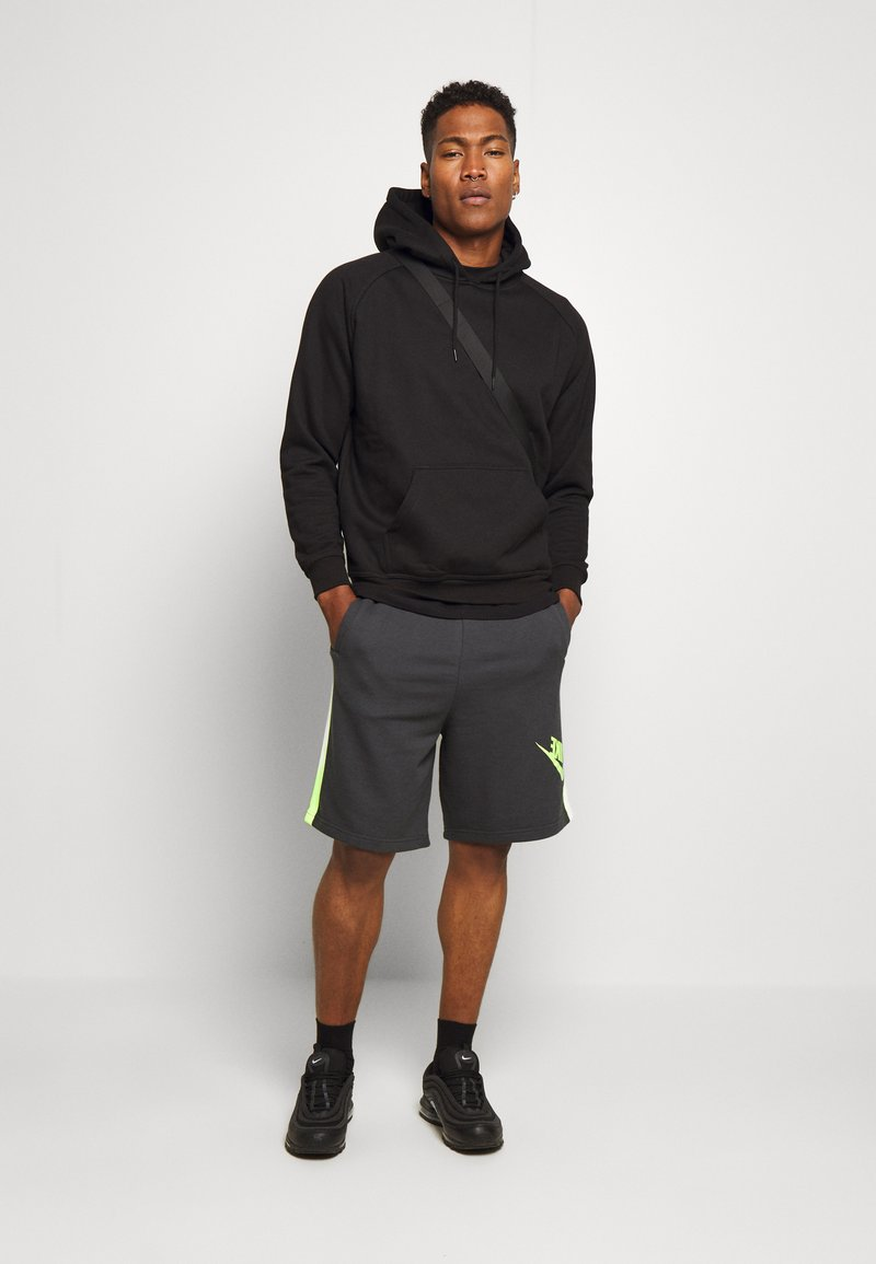 Nike Sportswear - FESTIVAL ALUMNI - Shorts - dark smoke grey/volt/volt