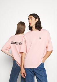 YOURTURN - UNISEX - Print T-shirt - pink - 0
