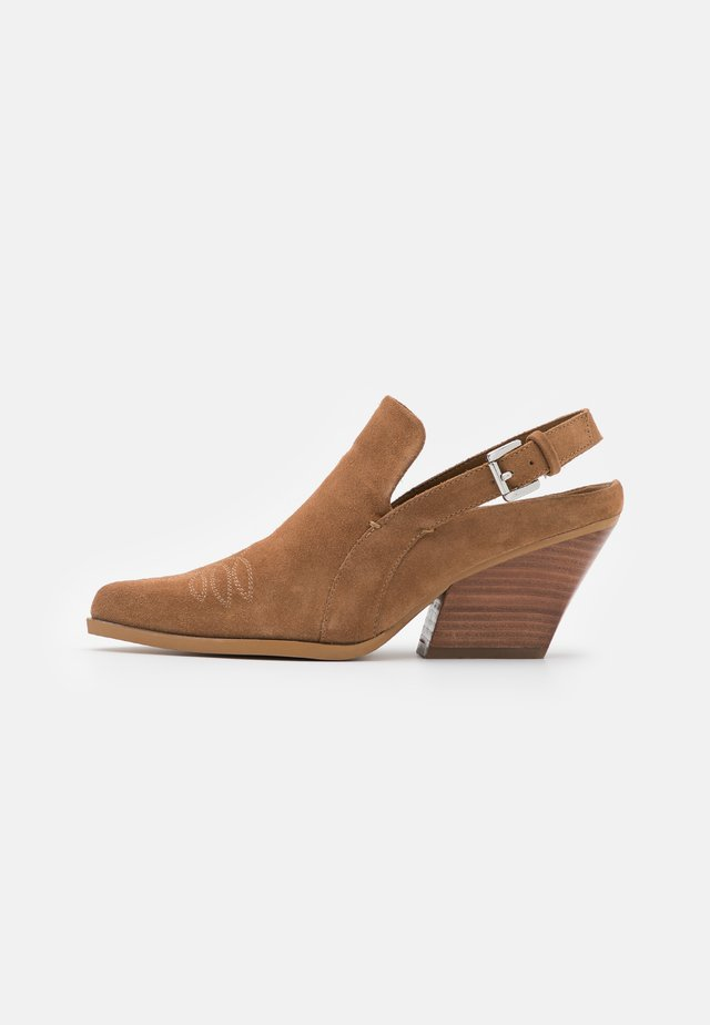 INDY - Classic ankle boots - chestnut