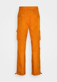 Karl Kani - SIGNATURE CRINCLE PANTS UNISEX - Pantalon cargo - orange - 7