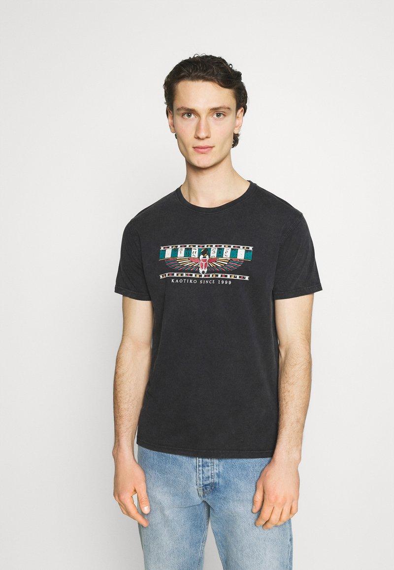 Kaotiko - TIE DYE EGYP - T-shirt print - dark grey