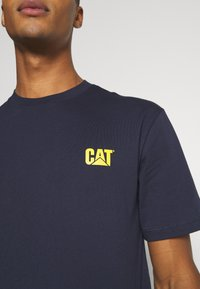 Caterpillar - CAT SMALL LOGO  - T-shirt con stampa - blue - 6