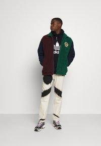 adidas Originals - TREFOIL HOODY ORIGINALS ADICOLOR SWEATSHIRT HOODIE - Luvtröja - black/white - 1