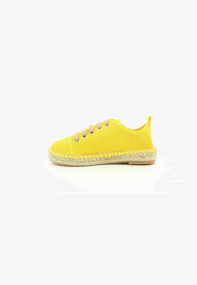 MANOUCHKA - Chaussures à lacets - jaune