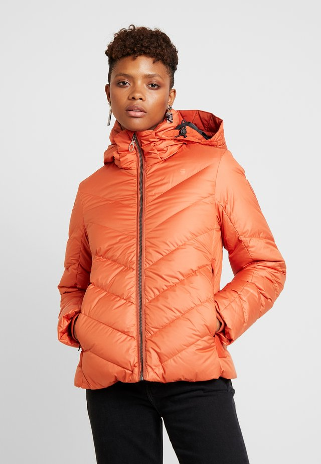 WHISTLER SLIM - Chaqueta de plumas - dusty royal orange