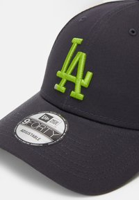 New Era - LEAGUE ESSENTIAL 9FORTY UNISEX - Cap - dark grey/light green - 3