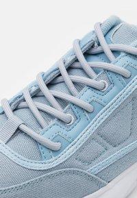 Kappa - RAVE SUN - Sports shoes - ice/white - 5