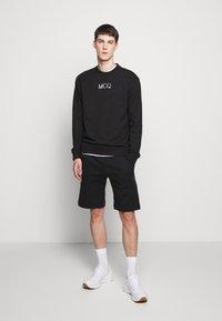 McQ Alexander McQueen - Mikina - darkest black - 1