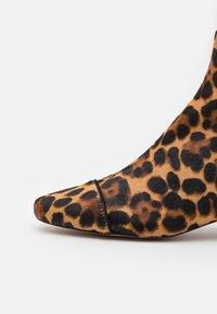 J.CREW - MINIMAL LEONA BOOT - Kotníkové boty - rich mahogany - 4