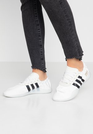 TAEKWONDO TEAM - Zapatillas - crystal white/core black/footwear white