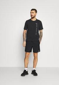 Nike Performance - CHALLENGER SHORT  - Sports shorts - black/reflective silver - 1