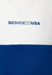 DC Shoes - KIRTLAND CREW BOY - Mikina - white - 2