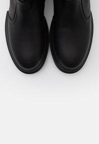 Apple of Eden - KIM - Kotníkové boty na platformě - black - 4