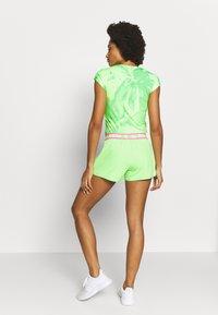 BIDI BADU - RAVEN TECH SHORTS - Sportovní kraťasy - neon green/pink - 2
