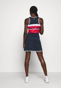 Fila - DRESS DORO - Žerzejové šaty - peacoat blue/white/fila red - 2