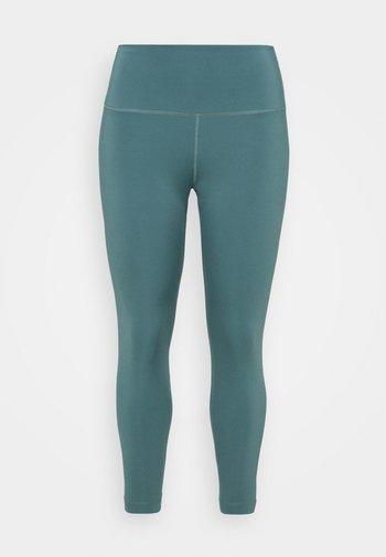 THE YOGA 7/8 PLUS - Leggings - hasta/dark teal green