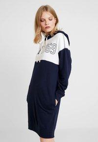 GAP - LOGO DRESS - Denní šaty - navy uniform - 0