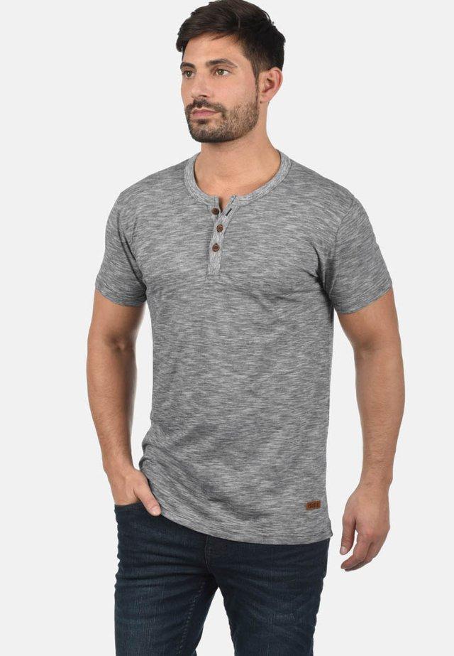 RUNDHALSSHIRT SIGOS - Basic T-shirt - black