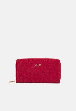 XL ZIP AROUND - Wallet - glossy red