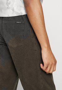 Billabong - BOWIE LAYBACK PANT - Trousers - coffee - 3