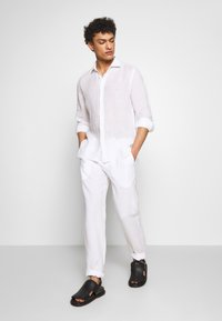 120% Lino - TROUSERS - Trousers - white - 1